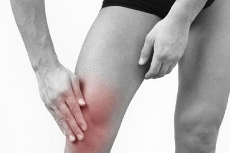 при надавливании на колено острая боль: