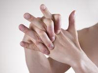 хрустят суставы пальцев