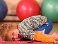 Мальчик в спортзале