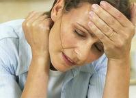 У женщины слабость в шее