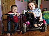 Дети в инвалидных креслах