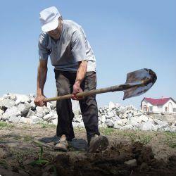 мужчина с лопатой