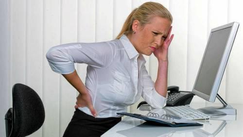 Болит спина в области позвоночника внизу