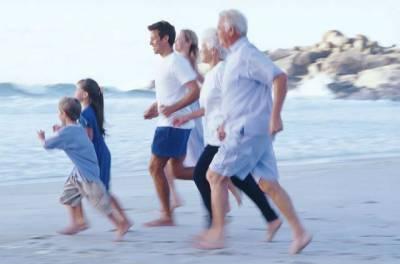 Семейная пробежка по пляжу