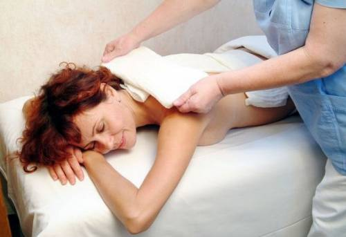 Массаж спины у женщины