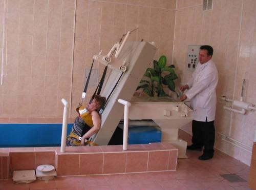 Процедура вытяжки позвоночника в воде