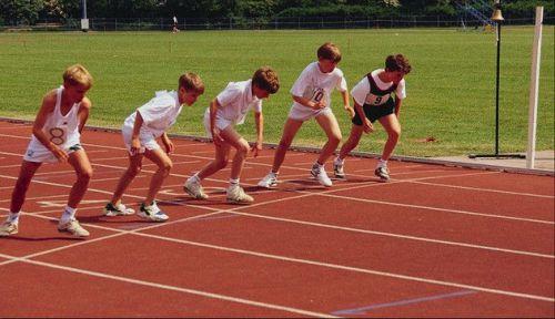 Дети на старте беговой дорожки