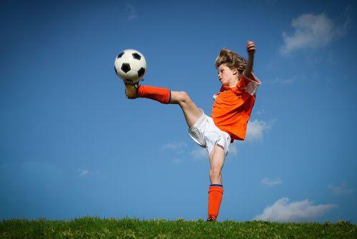 Мальчик футболист