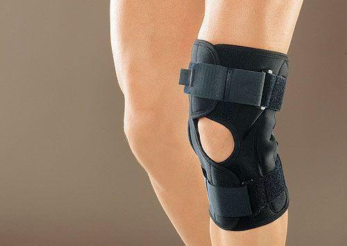 Фиксирующий бандаж на колене