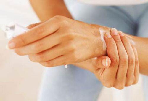 Смазывание кисти руки