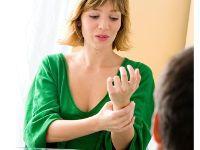 У женщины немеет рука