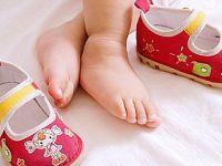 Детские ножки и обувь