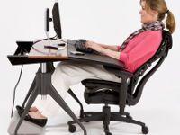 Девушка в ортопедическом кресле
