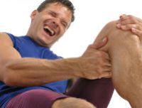 У мужчины свело ногу