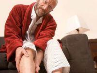 Боль в ногах у пожилого мужчины