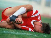 Футболисту свело мышцу